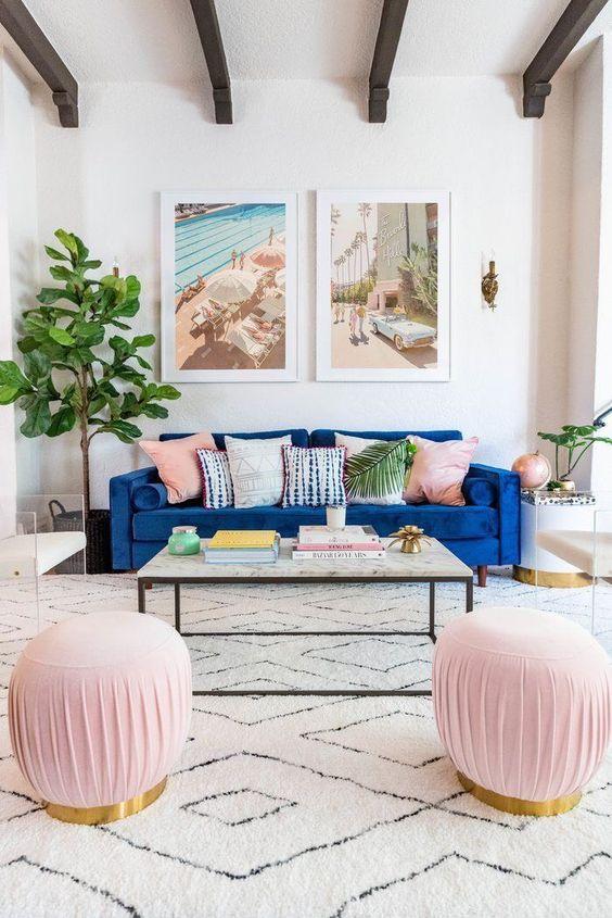 cojines sofá azul y rosa